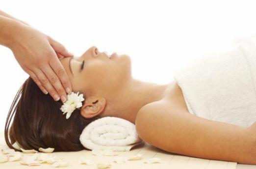 Massage tóc giúp tóc nhanh mọc