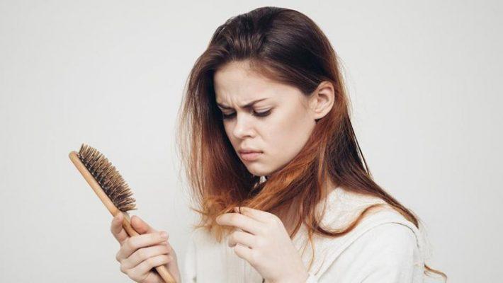 tóc bị rụng nhiều phải làm sao